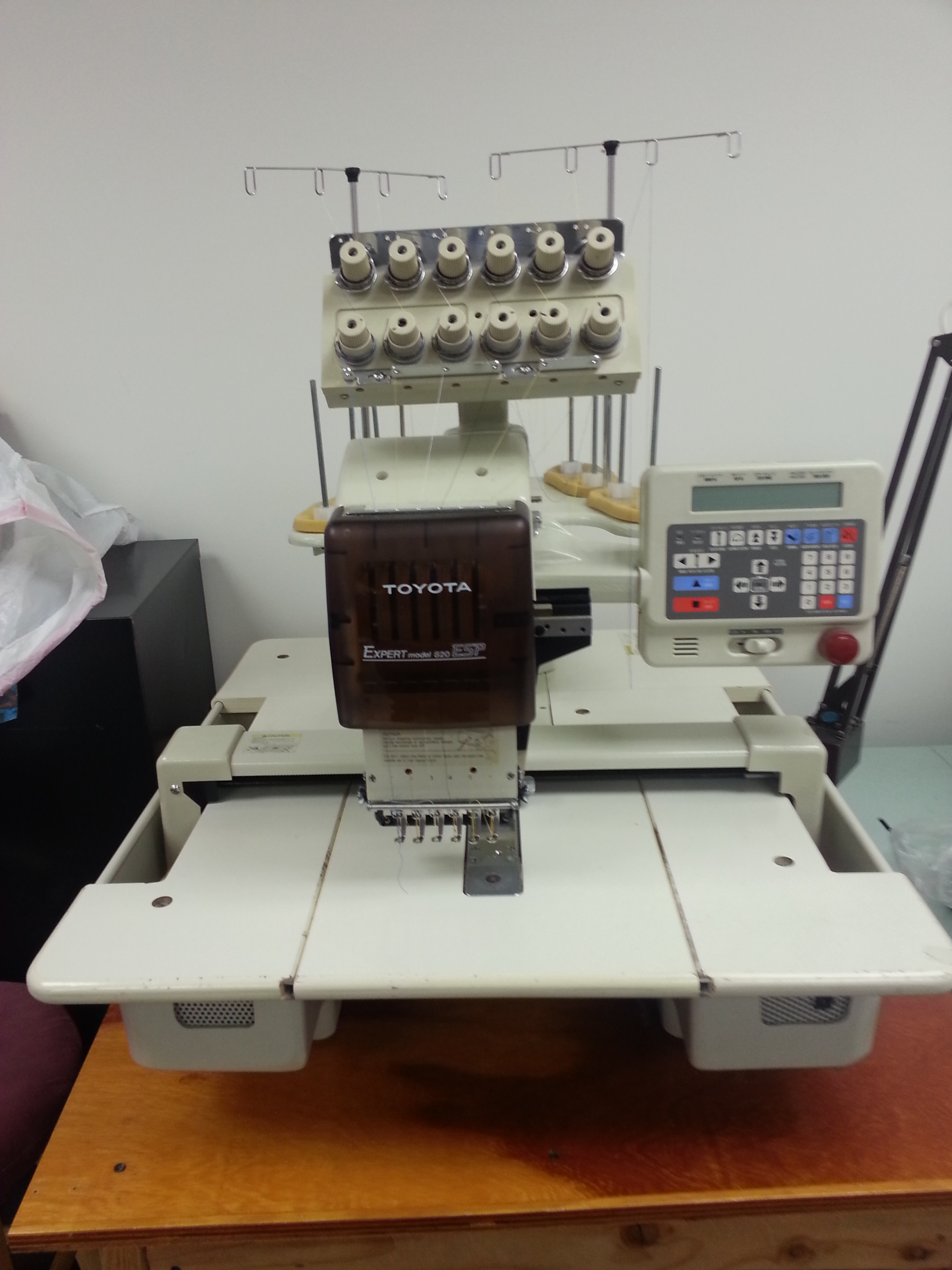 toyota ad820 6 needle table top embroidery machine